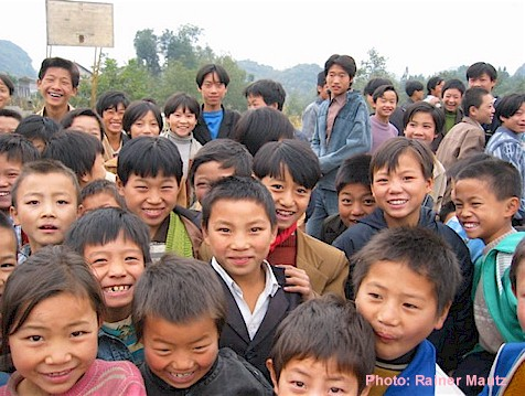 Chinese students greeting a traveler