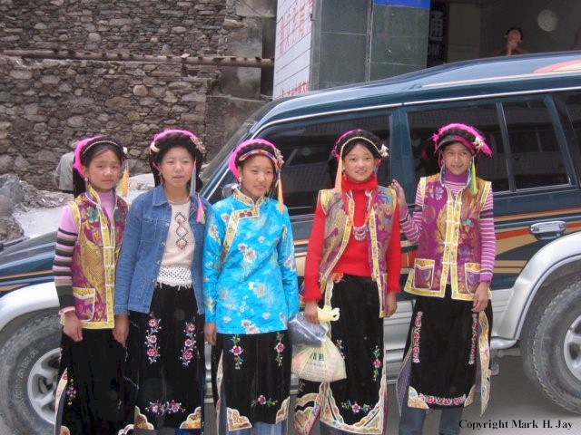 lovely Tibetan girls in traditional clothing